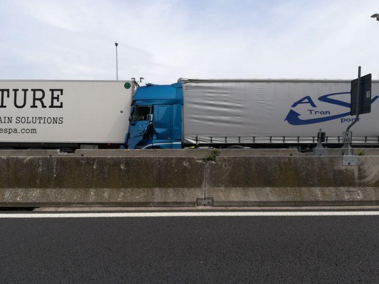 Incidente lungo l'autostrada A14 tra Grottammare e Pedaso, morti due motociclisti