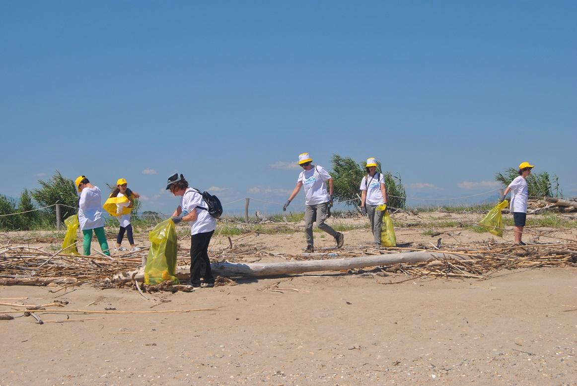 Stop alla plastica il 20 e 27 maggio pulizia della - Alla colorazione della spiaggia ...