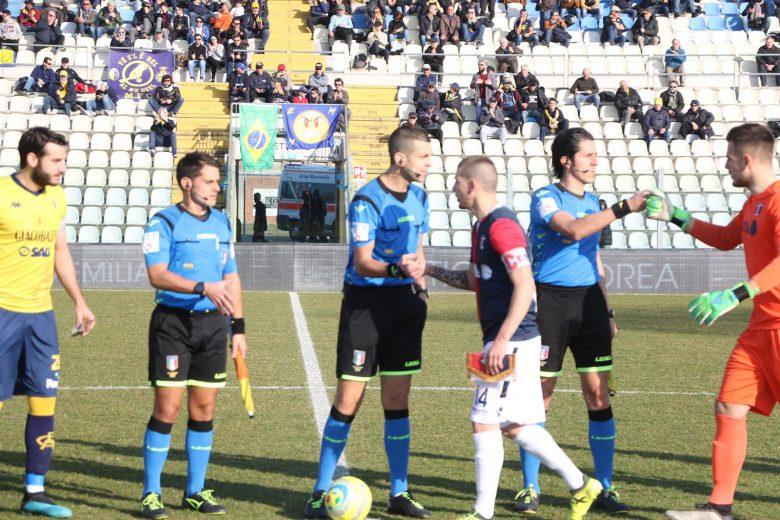 https://www.rivieraoggi.it/wp-content/uploads/2020/02/Modena-Samb-squadre-in-campo-780x520.jpeg