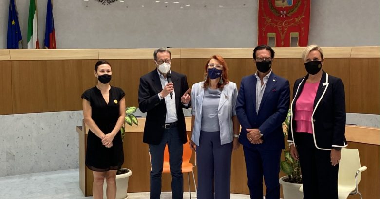Partendo da sinistra: Kessili De Berardinis, il sindaco Pasqualino Piunti, Maria Rita Bartolomei, il presidente Massimo Esposito e Lascia Mancini